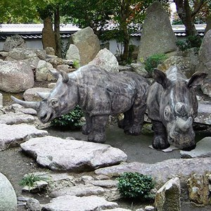 Садовая фигура Носорог