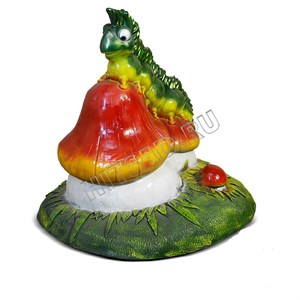 Фигура для сада Гусеница на грибочке