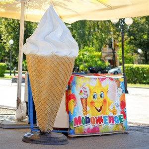 ростовая рекламная фигура мороженого